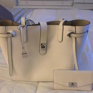 Michael Kors Gorgeous Tote/Wallet Set!!